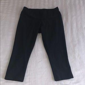NIKE DRI-FIT CAPRI LEGGING PANTS